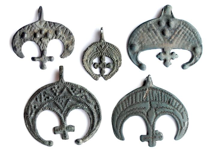 Лунницы с крестами