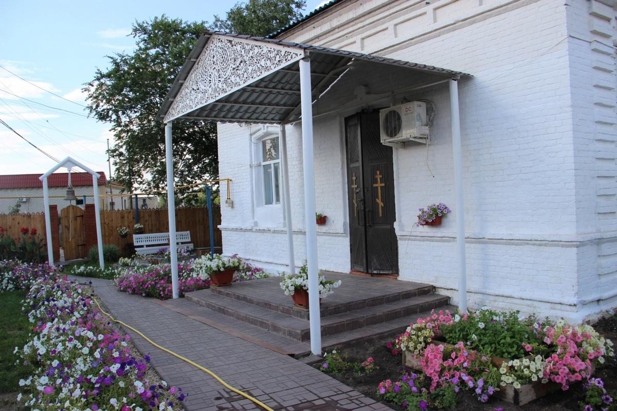 Здание временного храма. Сейчас здесь расположена воскресная школа