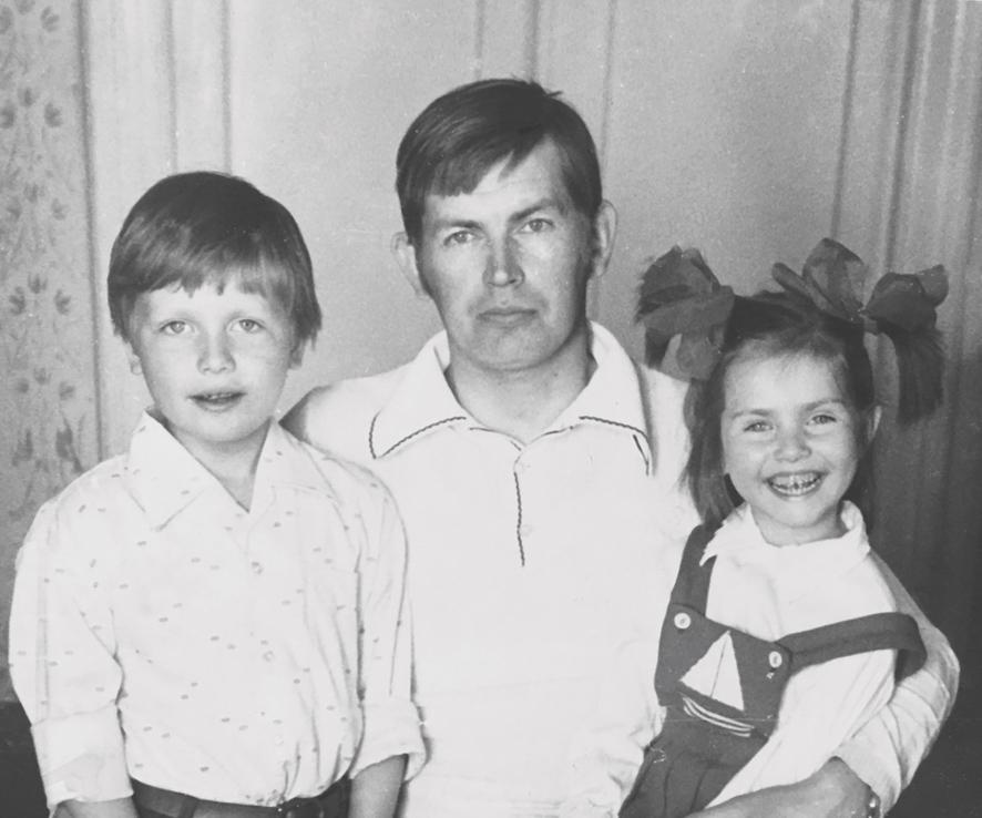 С отцом Рюриком Васильевичем Сивановым и братом Василием. 1979 год