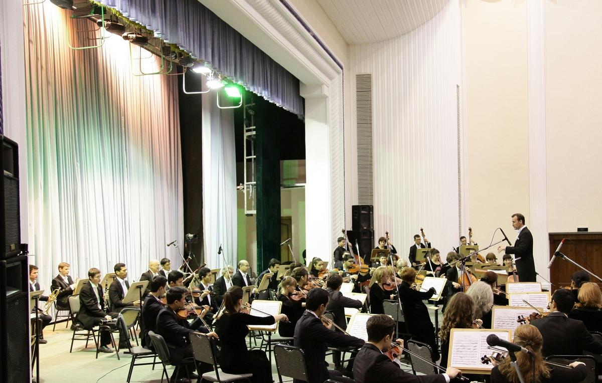 Концерт 2 февраля 2017 года с Национальным симфоническим оркестром Узбекистана в Большом зале Государственной консерватории Узбекистана. Фотограф Юрий Рутка