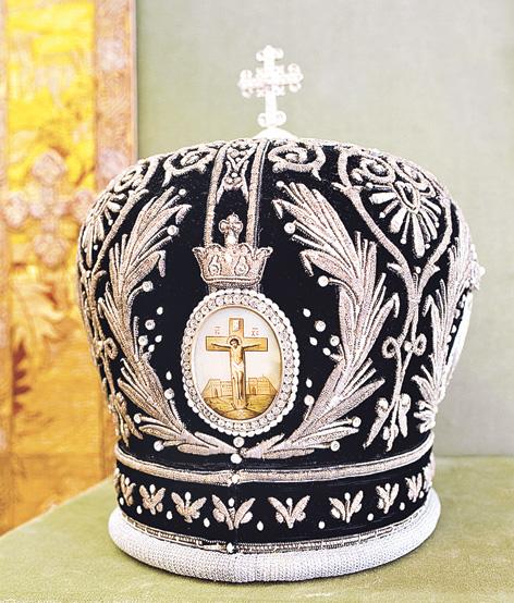 Митра, изготовленная в России. XIX век. Золотное шитье, стразы, бисер. Шитье реконструировано на новую основу