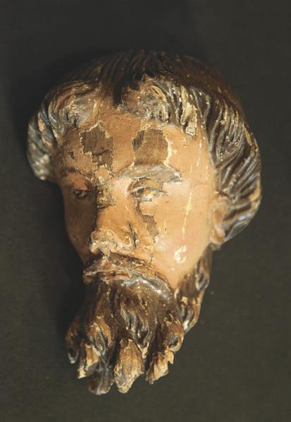 Полихромная деревянная скульптура, обнаруженная во время последней реставрации собора, относится предположительно к XVIII веку