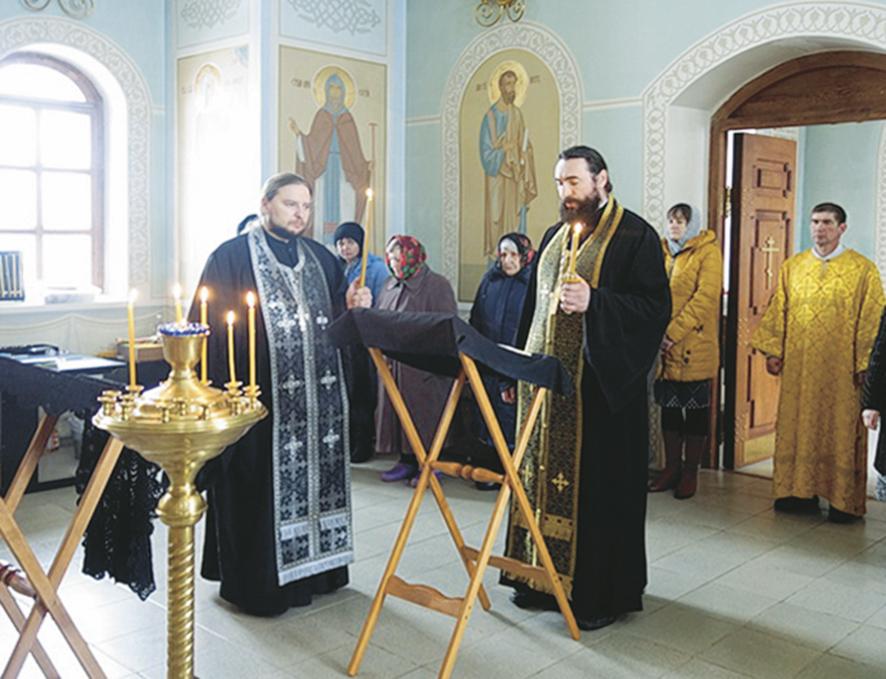 Благочинный Аткарского благочиния священник Дионисий Елистратов (справа) и священник Роман Болотнов