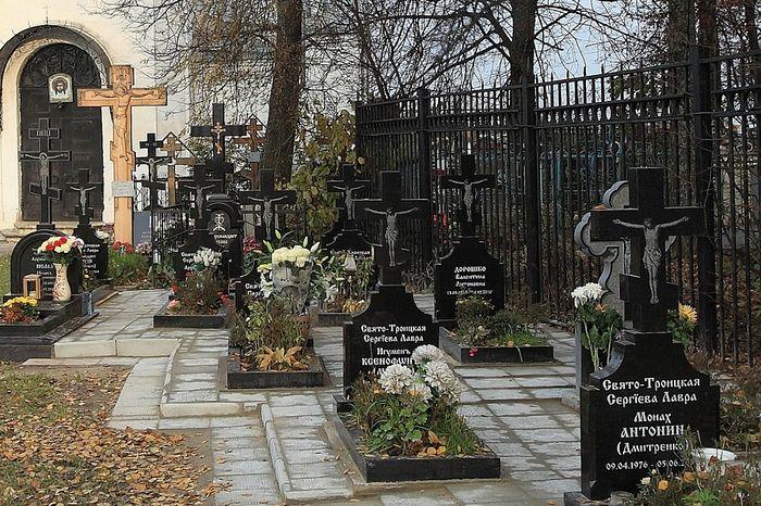 Братское кладбище Троицкой обители