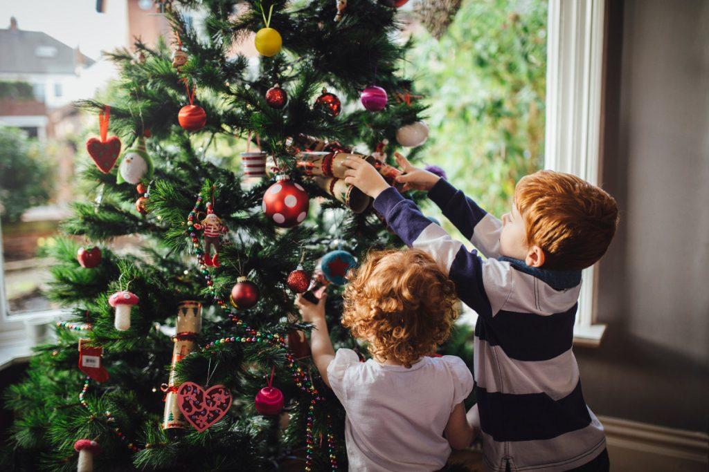 фото всей семьей у елочки новогодней наши