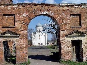 Староладожский Свято−Успенский девичий монастырь. Западные врата 1f909124046